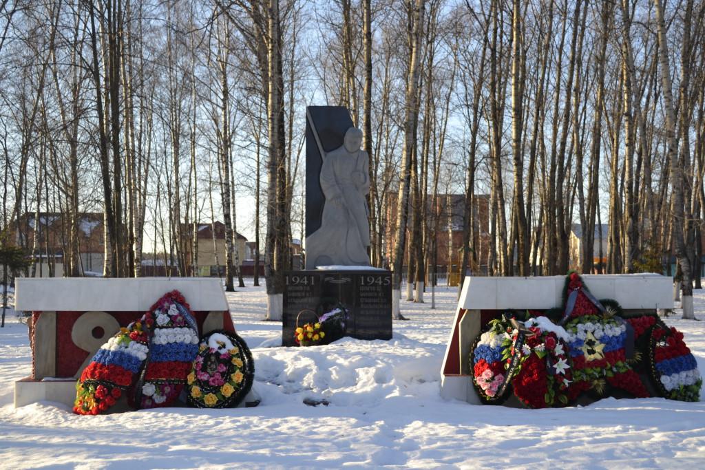 Комсомольский сквер. Братская могила